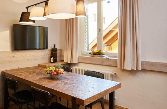 residence-roesch-sandplatz-esstisch.jpg